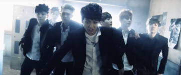 Boy In Luv MV (17)