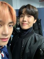 J-Hope and V Twitter Dec 25, 2018