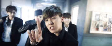 Boy In Luv MV (23)