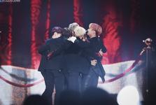 2017 BTS Festa MAMA 2016 hugging photo 58