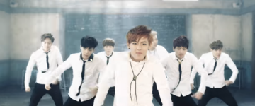 Boy In Luv MV (13)