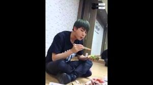 150622 밥 먹는 김석진