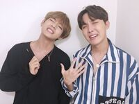 V and J-Hope 170729 Weibo
