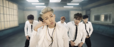 Boy In Luv MV (36)