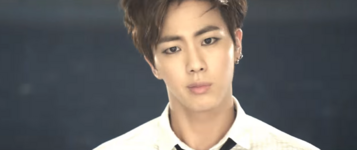 Boy In Luv MV (11)