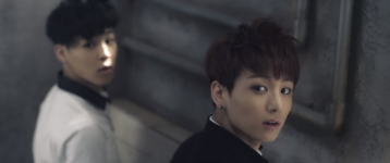 Boy In Luv MV (25)