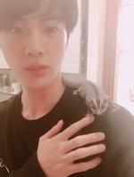 Jin Twitter November 11, 2017 (4)