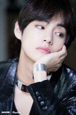 V Naver x Dispatch May 2018 (7)