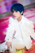 V Boy With Luv Shoot (3)
