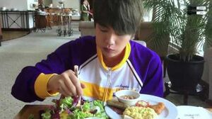 151005 밥 먹는 김석진