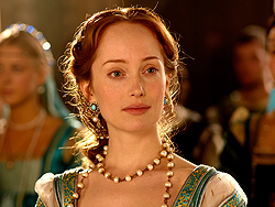 File:011 The French King episode still of Giulia Farnese 250px.png