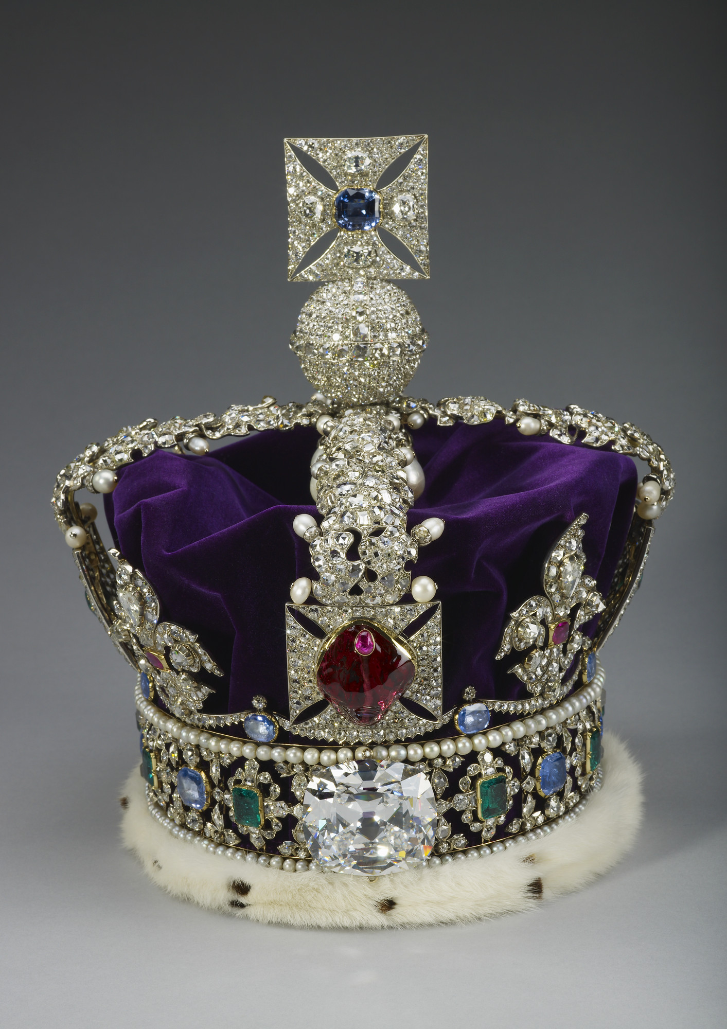The Queens Crowns And Tiaras The Crown Wikia Fandom Powered By
