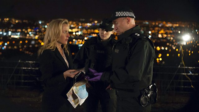File:S2E03 Stella Gibson and police officers.jpg