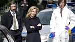 S1E02 Stella Gibson on crime scene