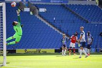 Brighton & Hove Albion v Arsenal (2019-20).13