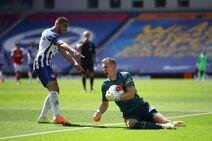 Brighton & Hove Albion v Arsenal (2019-20).8