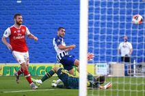 Brighton & Hove Albion v Arsenal (2019-20).17