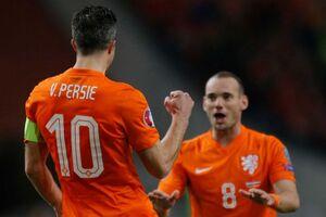 Netherlands - Latvia Van Persie and Sneijder