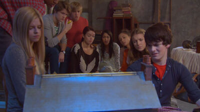House-of-anubis-201-house-of-hello-back-to-the-attic-clip