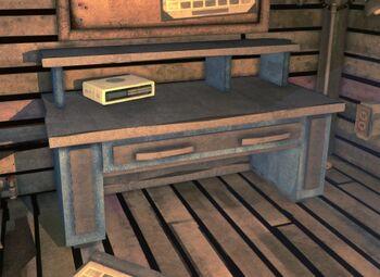 Письменный стол с одним ящиком