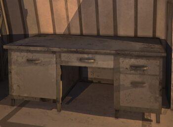Рабочий стол с четырьмя ящиками