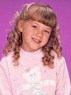 Stephanie Tanner as Aline