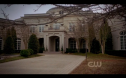250px-Mikaelson-mansion-outside