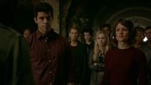 TO 5x01-Josh-Greta-Vampires