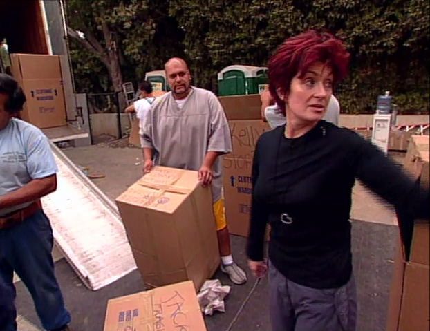 File:Sharon unboxing.png