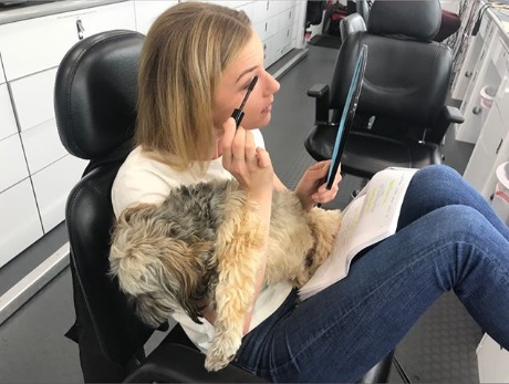 File:Behind The Scenes - Season Two - Emily VanCamp's Instagram - Frankie and Emily 14.08.2018.jpg