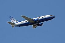 800px-United N327UA 737