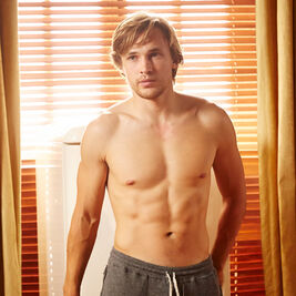 Shirtless-Liam