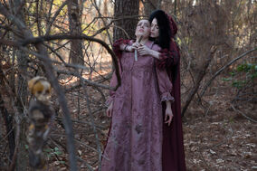 Salem-Promo-Still-S1E06-02-Mercy and Mary 02