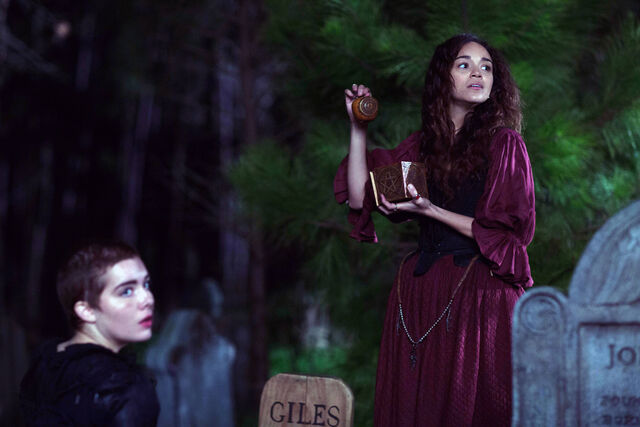 File:Salem-Promo-Still-S01E07-22-Tituba and Mercy Malum 03.jpg