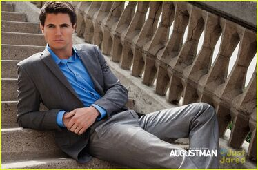 Robbie Amell 146