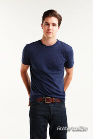 Robbie Amell 134