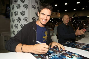 Robbie Amell 206