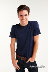 Robbie Amell 108