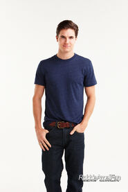 Robbie Amell 129