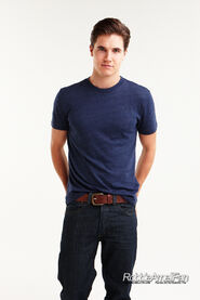 Robbie Amell 135