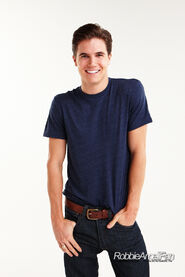 Robbie Amell 107