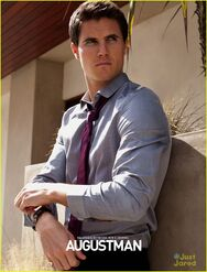 Robbie Amell 144