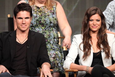 Robbie Amell 215