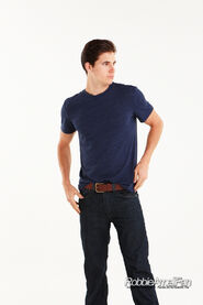 Robbie Amell 125