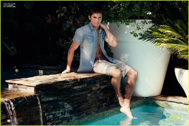 Robbie Amell 151