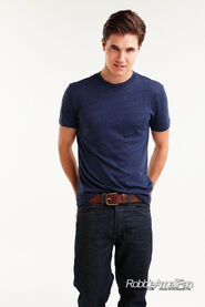 Robbie Amell 136