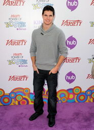 Robbie Amell 172