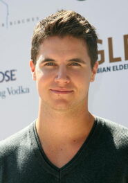 Robbie Amell 157