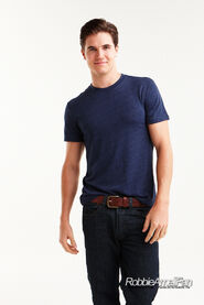 Robbie Amell 133