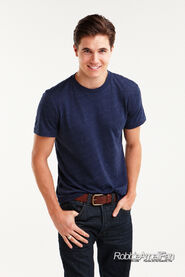 Robbie Amell 122